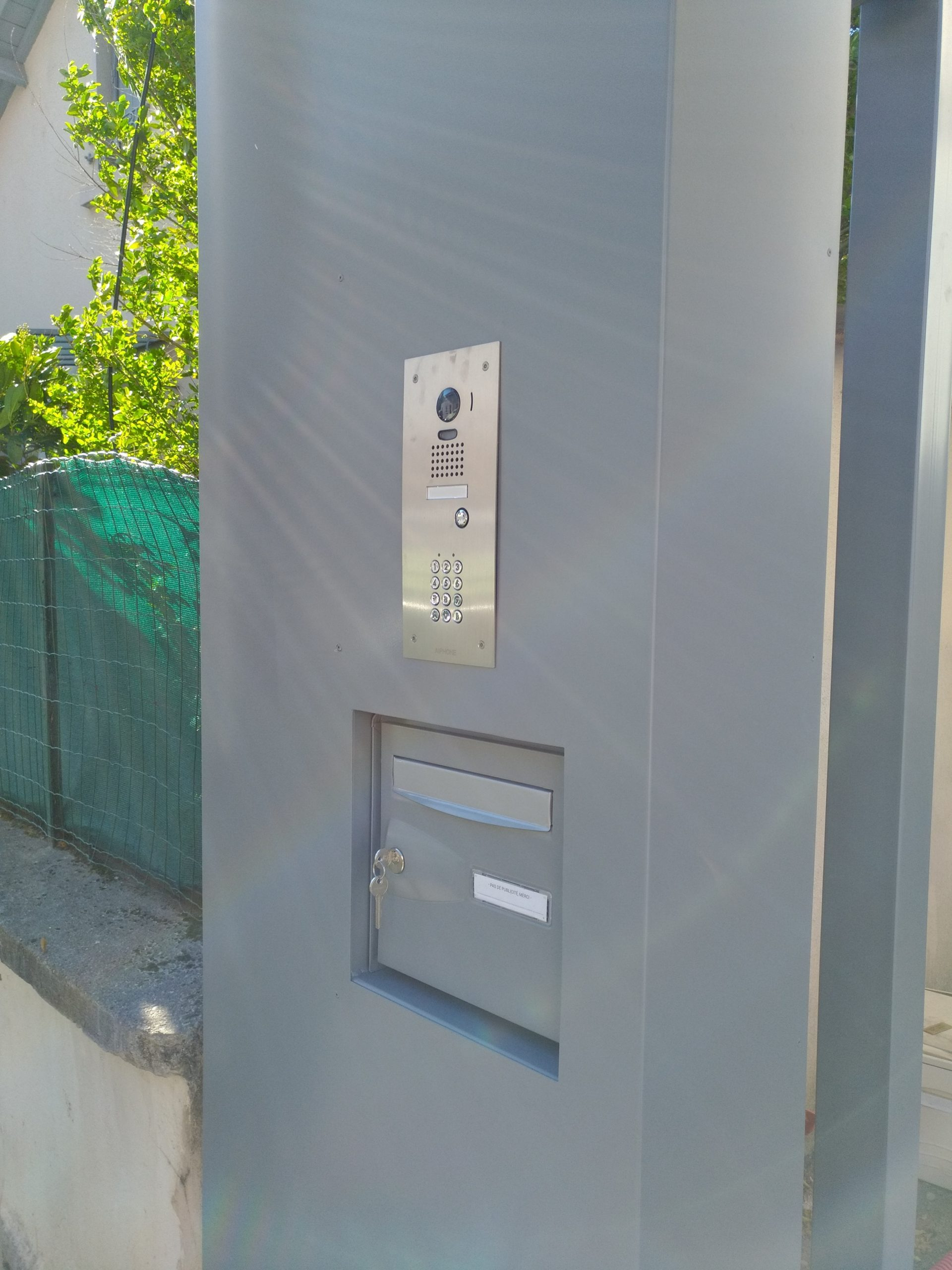 électricien Lyon installation dépannage électricité rénovation motorisation de portail vidéophone platine de rue